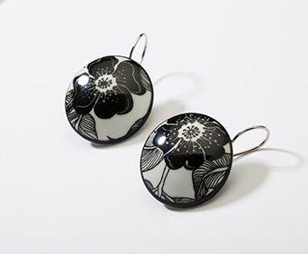 Nachtbloem Collectie rond porseleinen oorhangers