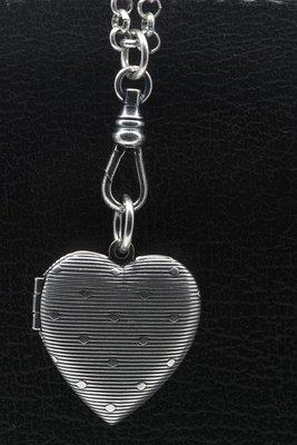 Foto medaillon Hart met strepen 2 foto's ketting hanger zwaar verzilverd