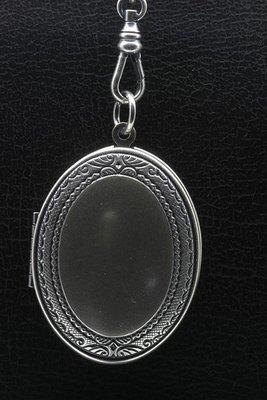 Foto medaillon Ovaal met bewerkte rand 2 foto's ketting hanger zwaar verzilverd