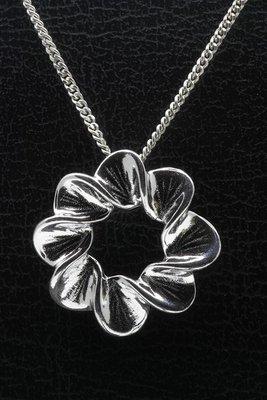 Zilveren Bladring design ketting hanger