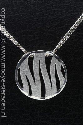 Zilveren Fantasy stripe open mat design ketting hanger