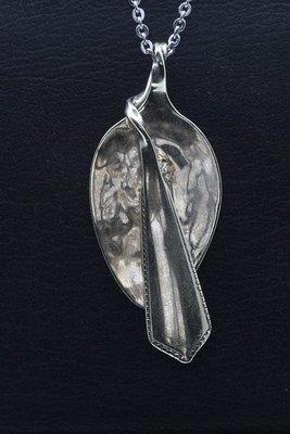 Zilveren Lepeltje als ketting hanger en broche besteksieraad