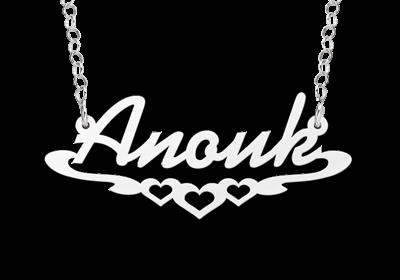 Zilveren Naamketting lettertype Anouk met hartjes