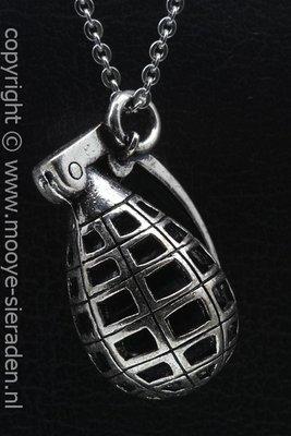Handgranaat groot ketting hanger Zilvermetaal