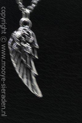 Engelvleugel met roos ketting hanger Zilvermetaal