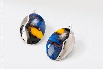Vlinder Collectie blauw en platina ovaal porseleinen oorhangers