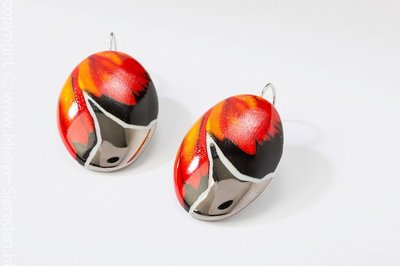 Vlinder Collectie rood en platina ovaal porseleinen oorhangers