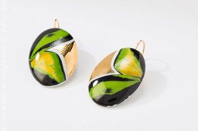 Vlinder Collectie groen en goud ovaal porseleinen oorhangers